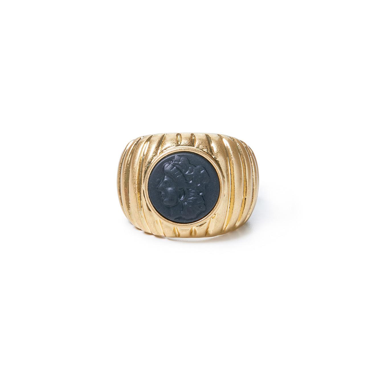 Herald Percy Золотистое кольцо-печатка с чёрной вставкой